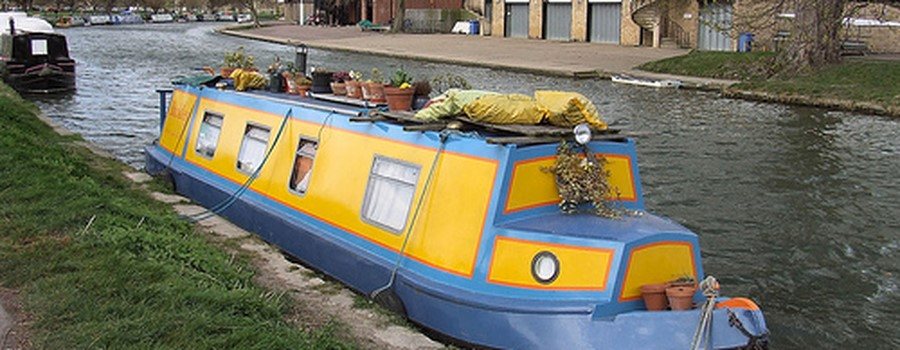 narrow houseboat.jpg